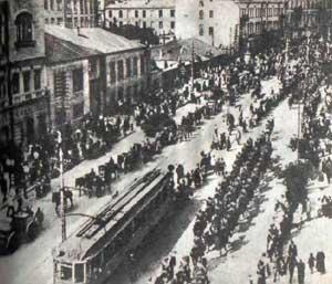 Польско-украинские войска вступают в Киев. Крещатик, 1920