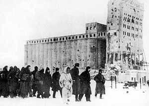 Пленённые под Сталинградом немецкие солдаты. Февраль 1943 года.
