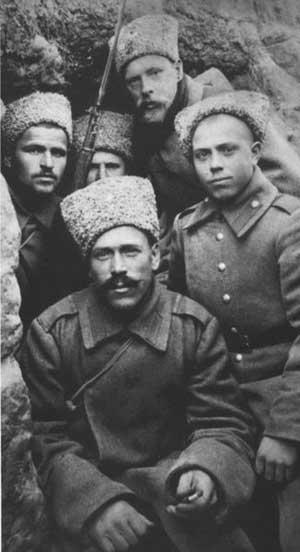 Русские солдаты в окопе, на фронте Первой мировой войны
