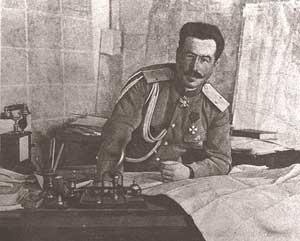 После бегства А. Керенского Верховным главнокомандующим становится генерал Н. Духонин