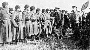 Адмирал Колчак обходит бойцов