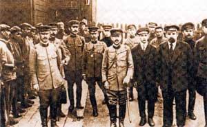 Офицеры японских оккупационных войск встречаются с представителями Дальневосточной Республики (ДВР)