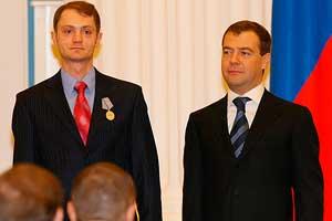 16 января 2009: Награждение Александра Коца медалью «За отвагу»
