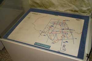 Калька грузинской учебной карты 2006 года (выставка «Кавказ. Пять дней в августе» в Центральном музее Вооружённых Сил РФ, Москва, 2008).