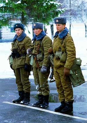 Военнослужащие Таманской дивизии ВС СССР, на стрельбище, 3 января 1992 года.