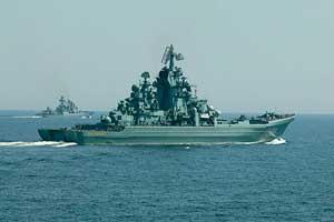 Ракетный крейсер Пётр Великий во время учений.