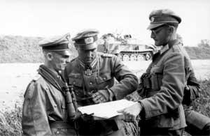 Хассо фон Мантойфель с офицерами дивизии «Великая Германия»