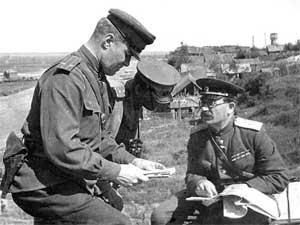 Командующий 5-й гвардейской танковой армией П. А. Ротмистров на командном пункте