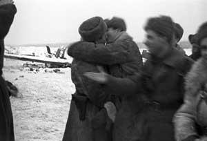 Встреча воинов 2-й ударной и 67-й армий, 18 января 1943 г., фотография Д. Козлова