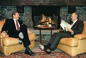 Рональд Рейган и Михаил Горбачёв в Женеве 19 ноября 1985 года
