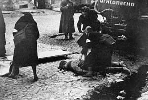 Последствия первого артобстрела города, фото Тарасевича, 10 сентября, 1941 года