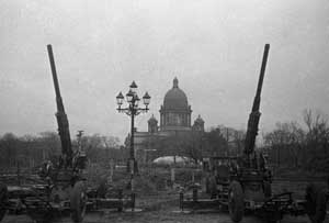 Фото Д. М. Трахтенберга «Зенитчики на страже Ленинградского неба», октябрь 1941