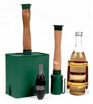 Финский подрывной заряд, гранаты и бутылка с зажигательной смесью времён «Зимней войны»