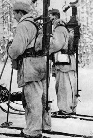 Шведские добровольцы в Финляндии с противотанковыми ружьями Boys