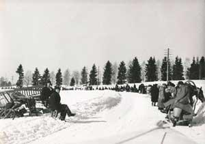 Финские граждане уходят в Финляндию после передачи части территории СССР