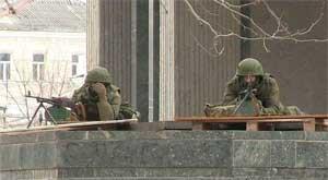 «Вежливые люди» с пулемётами у здания Верховного Совета Автономной Республики Крым, 1 марта 2014 года
