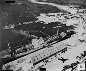 «Николаев» в порту Касильда. На причале видна тень от RF-101 «Вуду», самолёта-разведчика, сделавшего снимок.