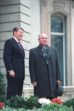 Михаил Горбачёв и Рональд Рейган. 1985 год